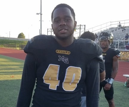 Football player in No. 40 black and gold jersey.
